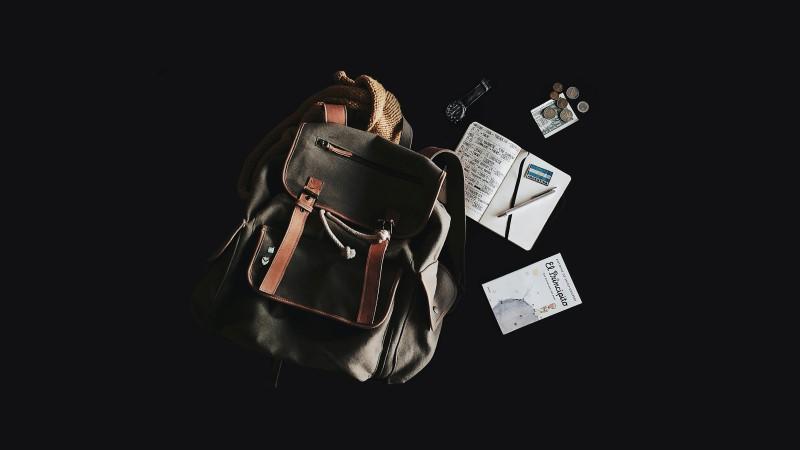 barang yang dibawa di tas